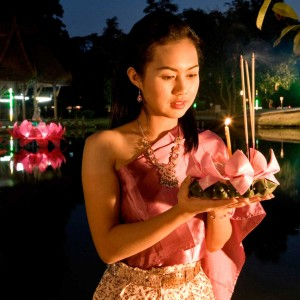 Thai lady holding Krathong