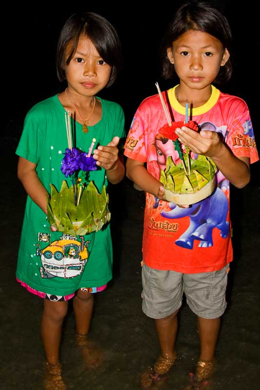 Children with their Krathongs