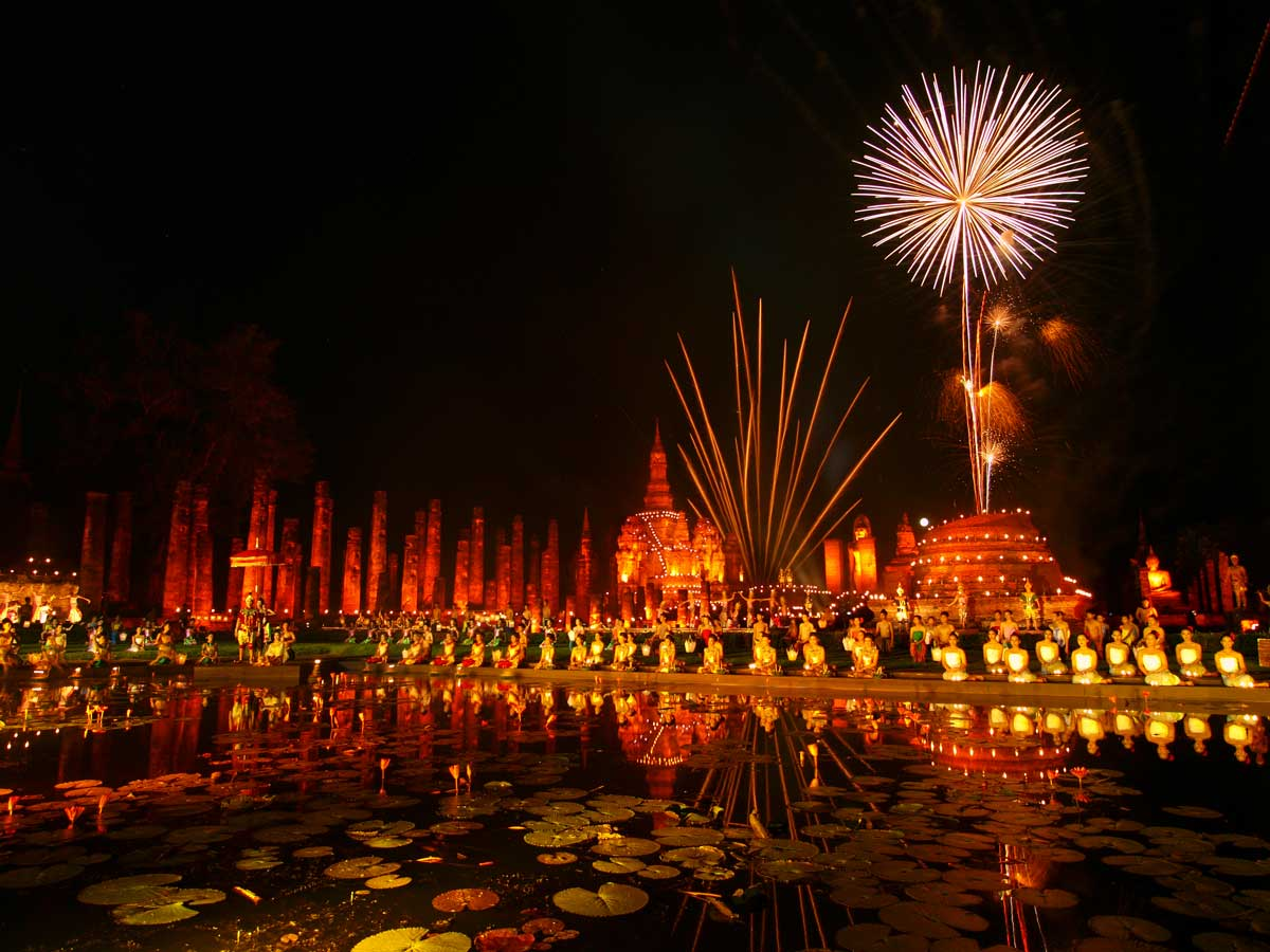 Loy Krathong celebrations in Sukothai